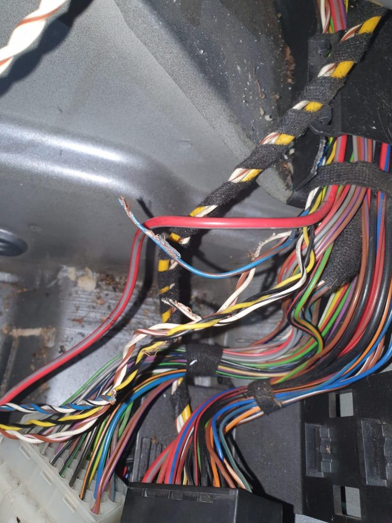 porsche 997 cabriolet roll over hoop fault